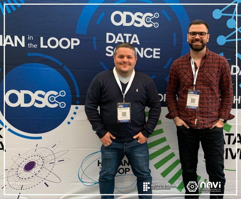Na foto estão o professor Doutor João Paulo Queiroz e o pesquisador Pablo Holanda.
